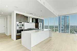 MLS # 7236938 : 301 WEST AVE 2703