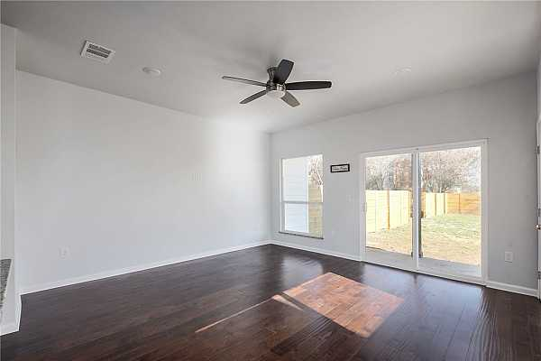 Photo #6 High ceilings and abundance of natural light