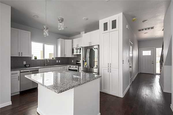 Photo #7 Gourmet Kitchen with soft close Shaker Cabinets, Granite countertop and plenty of counter space