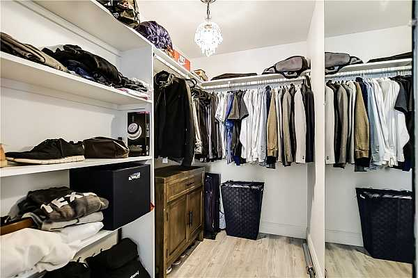 Photo #20 Notice the chandalier?  Gives lots of light to pick out your clothes.