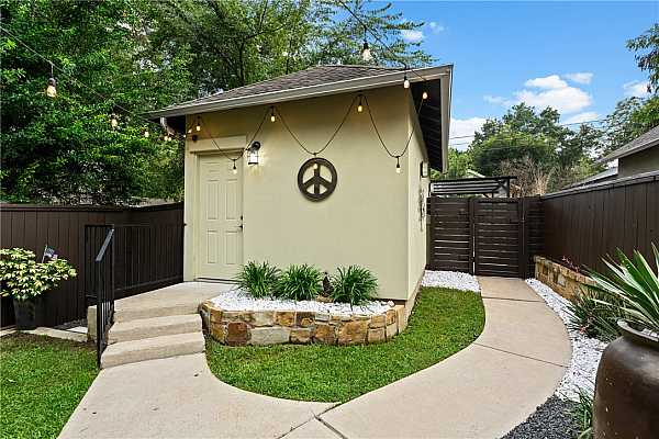 Photo #36 Immaculately maintained home - completely move-in ready!