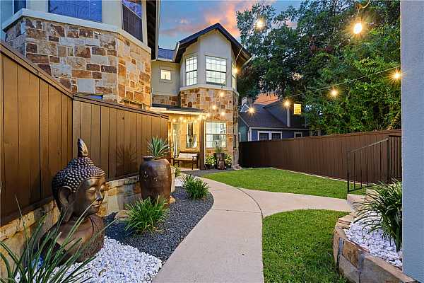 Photo #5 Beautiful & private front courtyard. The entire home has been immaculately maintained!