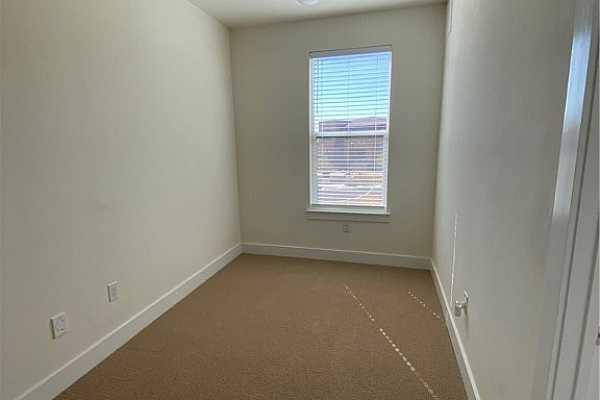 Photo #19 2nd level nook area. Perfect for a desk or reading chair!
