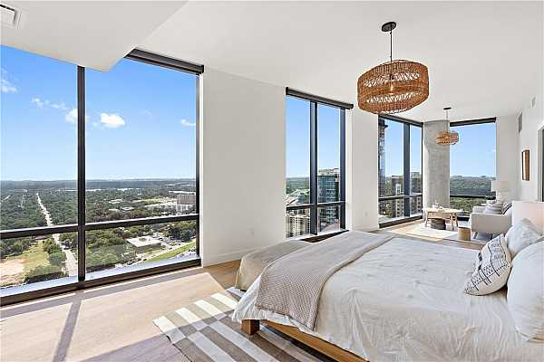 Photo #12 Primary bedroom suite is on the Eastern side of the home, with panoramic views of East Austin and Lady Bird Lake as it bends around to Longhorn Dam