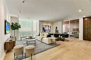 Browse active condo listings in 1010 W 10