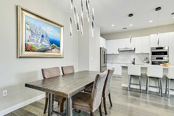 Photo #10 Beautiful marble in the gourmet kitchen, which enjoys high-end fittings, a large center island and state-of-the-art appliances.