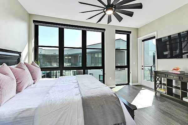 Photo #7 One of only 11 penthouses offering a wonderful open and expansive floorplan.