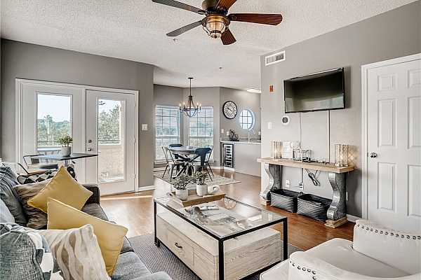 Photo #4 Amazing condo with great entertaining space.