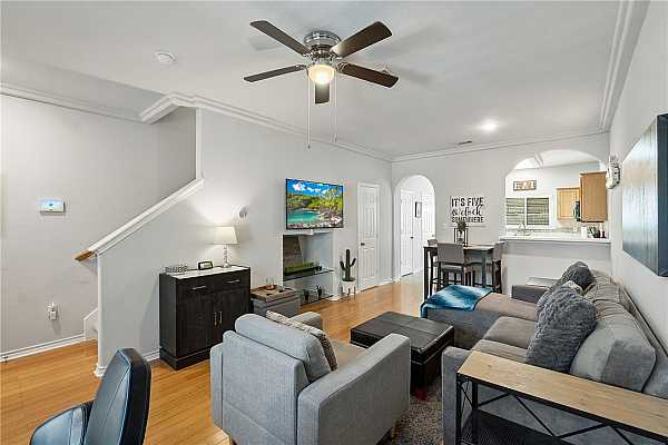 Photo #4 Elegant crown molding accentuates the high ceilings.