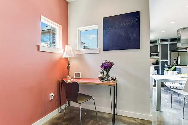 Photo #10 There is also a cozy nook off the dining area that is the perfect place for a home office/workstation.