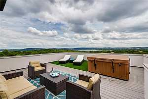 Browse active condo listings in LAKESIDE